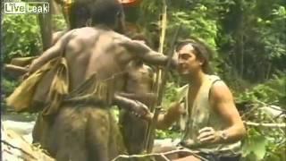 Племя первый раз видит белого человека