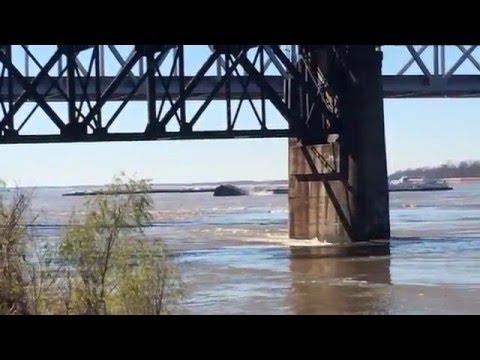 Barge sinks after it hits Mississippi River bridge in Vicksburg