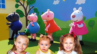 Indoor playground for kids in Gardaland pretend play Peppa pig's house funny video
