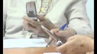 Los mayores de Gines aprenden a utilizar mejor sus teléfonos móviles