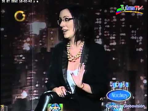 Carla Angola muestra a  Kico foto con Capriles