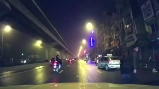 """Một tình huống """"khó lí giải"""" mà camera hành trình ghi tại Hà Nội"""