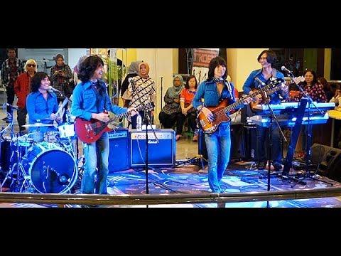 Bersama Lagi (Koes Plus) ★ Goyang Asyik Bareng T-Koes Band @ Plaza Blok M