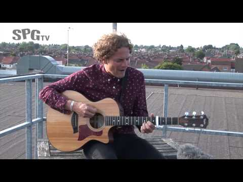 Toploader 'Turn It Around' rooftop acoustic | SPGtv