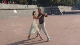 Танец преподавателей ТангоСити на уроке ТАНГО в Парке Горького