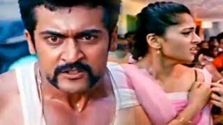 Anushka Shetty se estaba burlando de los matones, luego Singham debe ver la condición de esos matones, ver esta escena