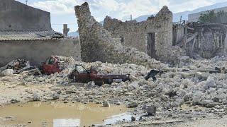 Ein schweres erdbeben in der Ägäis hat izmir im westen türkei und die griechische insel samos erschüttert. mehrere menschen kamen nach offiziellen angabe...