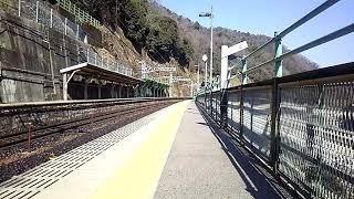 定光寺駅列車到着