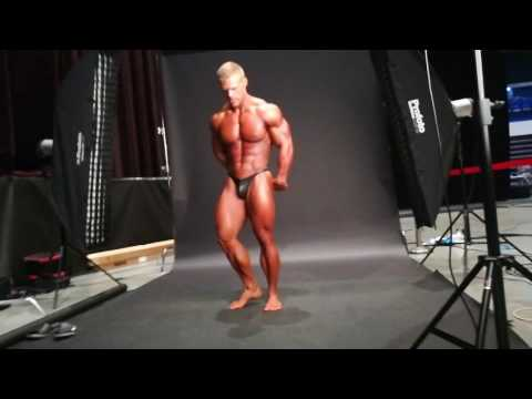 Behind the scenes FLEX shoot with Roman Vavrečan