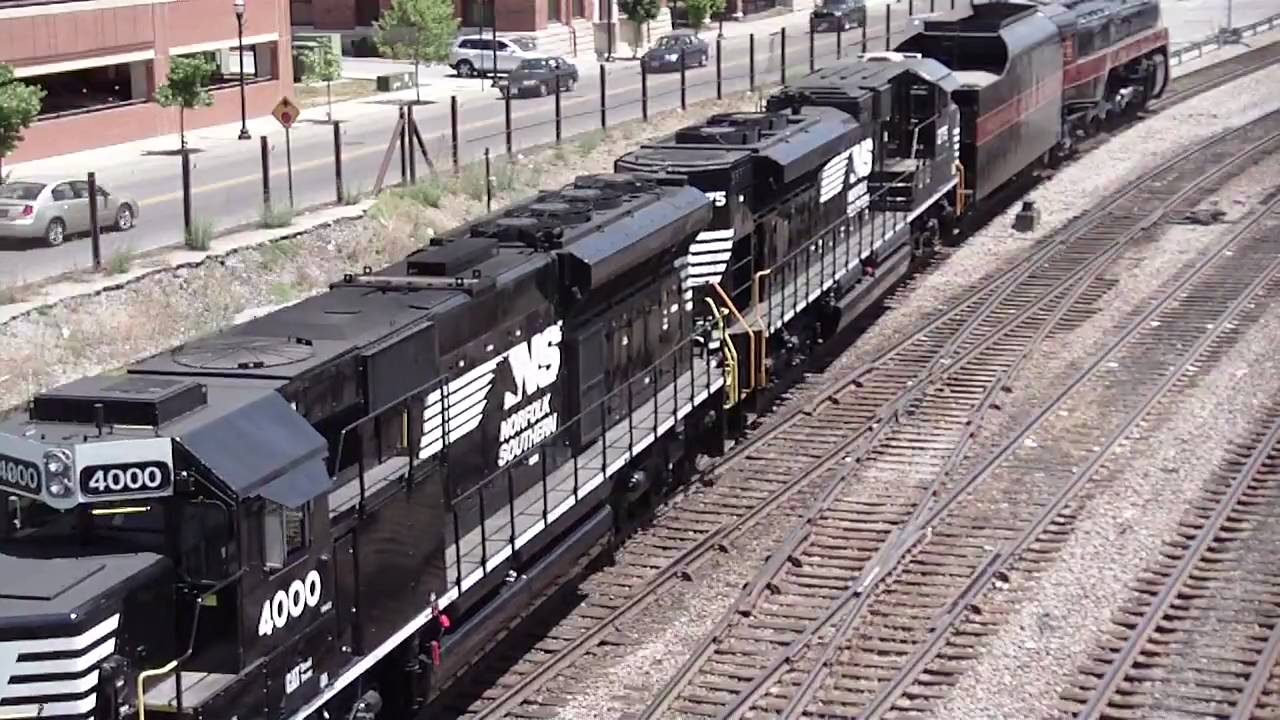 NS 4610 & N&W 611 in Hi Def at Roanoke,VA on 5/9/10 - YouTube