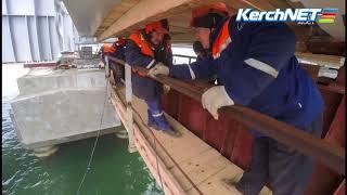 Керченский мост: строители соединили автодорожными пролетами косу и остров Тузла
