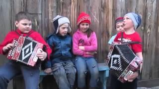Ребятишки поют Катюшу. Здорово.(Автор Made in CCCP Официальный сайт http://www.micccp.com/ Made in CCCP добавил(-а) новое видео. Вот оно хорошее и счастливое..., 2016-04-09T15:18:52.000Z)