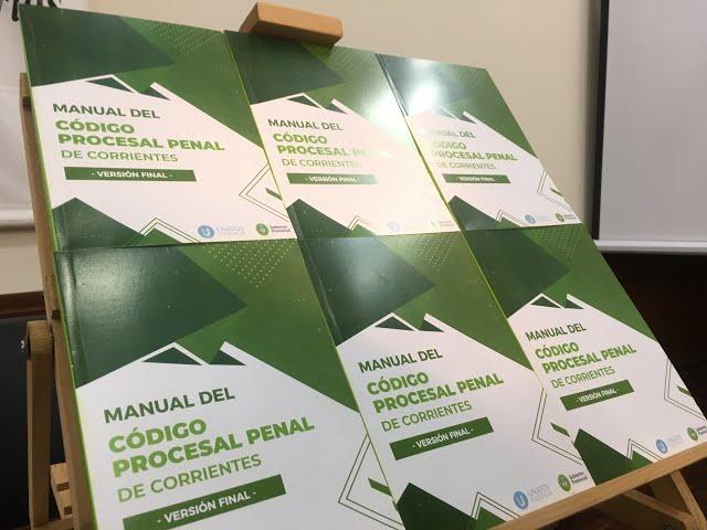 Entrega manuales del Nuevo Código Procesal Penal de la Provincia de Corrientes