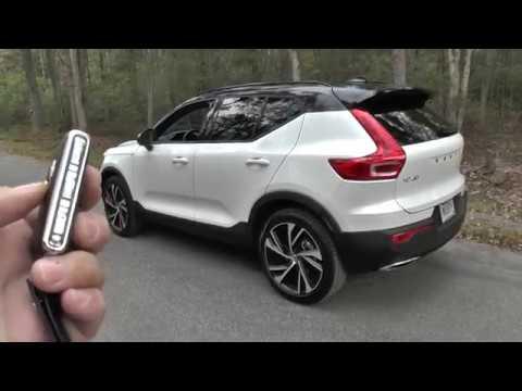 2019 Volvo XC40 has power folding side view mirrors
