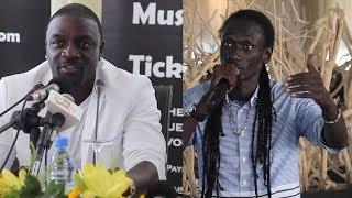 Découvrez dans cette vidéo la réponse pleine d'émotion d'Akon à Dug...