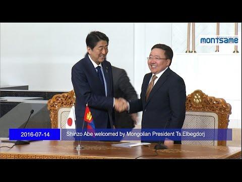 Shinzo Abe welcomed by Mongolian President Ts Elbegdorj