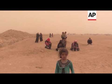Syrian refugees try to get to camp in Iraq