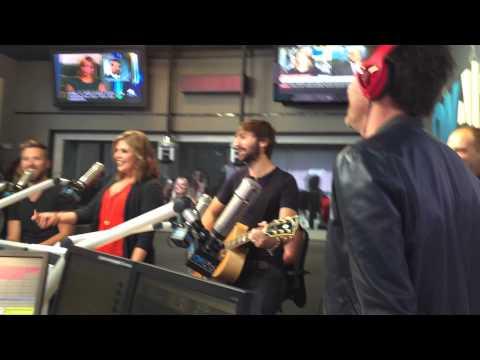 James Marsden sings Friends in Low Places
