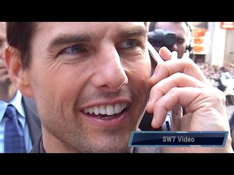"Tom Cruise taking phone calls at UK ""Collateral' premiere 2004"