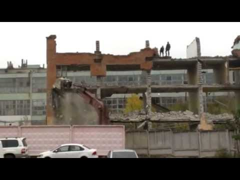 Таджики рушат дом