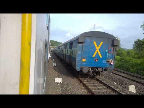10103 Mumbai CSMT-Madgaon Mandovi Express at Nivsar station