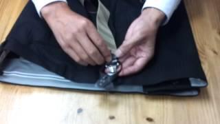 パンツにサスペンダー釦の取り付け位置とサスペンダーを釦に装着を説明...