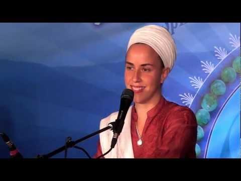 Nirinjan Kaur sings