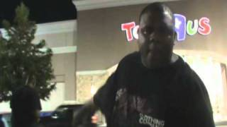 BLACK MAN ANGRY AT TOYS R US @siggas