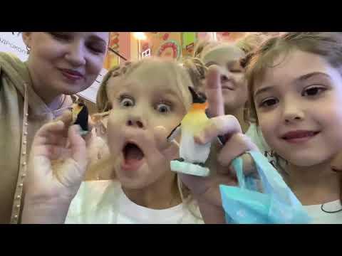 Алиса на первом ПОКАЗЕ МОДЫ для детей в развлекательном центре !