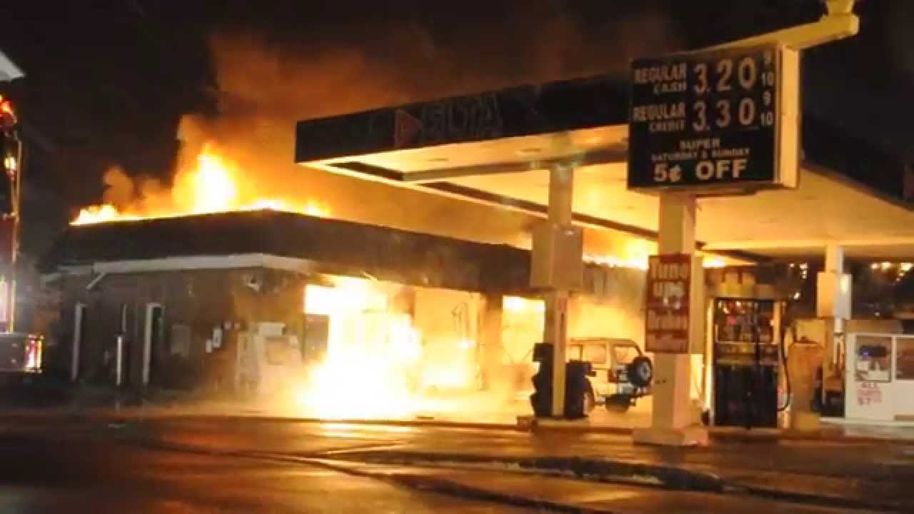 Find A Gas Station >> Perth Amboy, NJ - Delta Gas Station Fire - 640 Amboy Ave. - YouTube