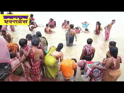 लड़कियों  की गंगा में मस्ती ,पूर्णिमा पर गंगा स्नान ,PRAYAG RAJ EXPRESS