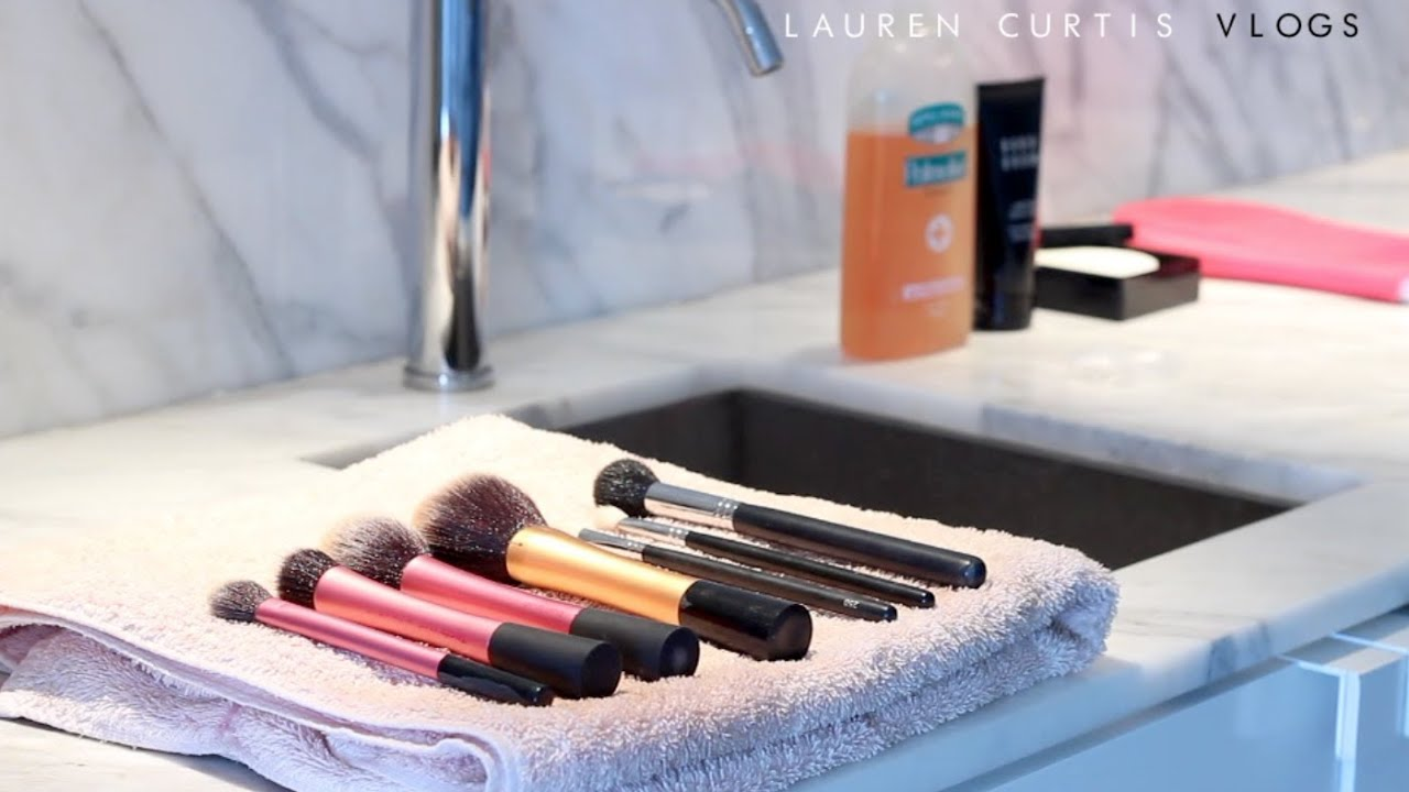 how to clean your makeup brushes youtube. Black Bedroom Furniture Sets. Home Design Ideas