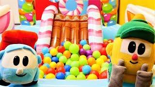 Leo der Lastwagen und Lifty machen Hausaufgaben - Spielzeugvideo für Kinder