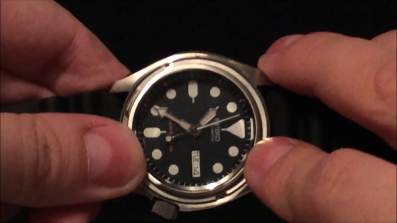 How To Change The Bezel Insert On Your Seiko SKX To Get The Batman Or Hulk  Look