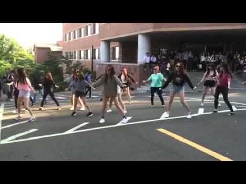 Nguyên dàn girl xinh nhảy flashmob như này sao chịu nổi