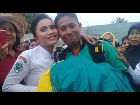 Bikin Baper! Prajurit TNI Lamar Kekasih Usai Terjun Payung