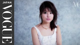 今、もっとも勢いのある若手女優の一人、有村架純さんが、『VOGUE JAPAN...