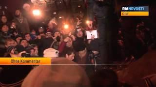 Demonstranten in Kiew reißen Lenin-Denkmal vom Sockel