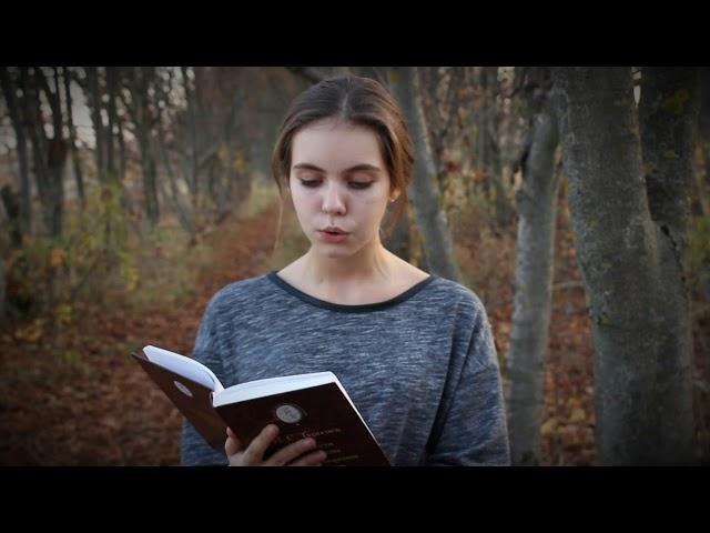 Изображение предпросмотра прочтения – ПолинаФилимонова читает произведение «Как хороши, как свежи были розы ...» И.С.Тургенева