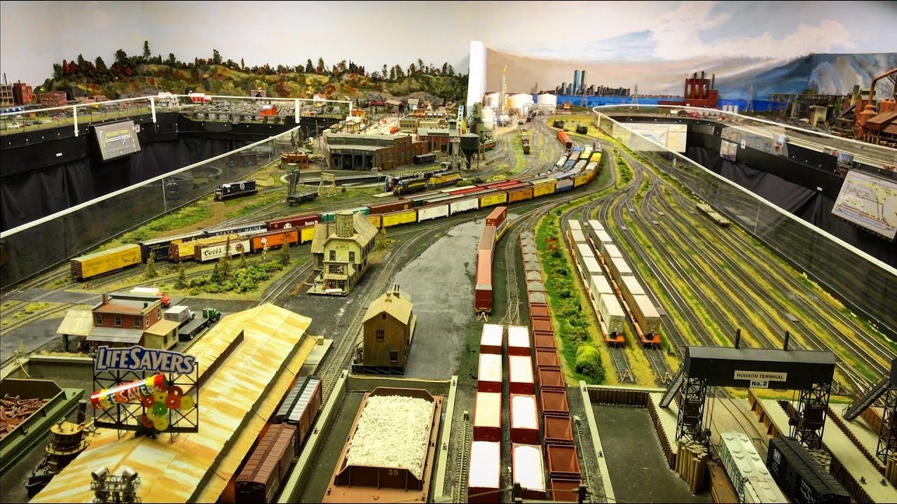 Large Private Model Railroad layout in HO scale 4K UHD
