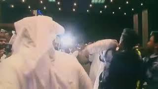 """بالفيديو.. """" عماني """" يضرب قائد منتخب قطر بمطار مسقط - صحيفة صدى الالكترونية"""