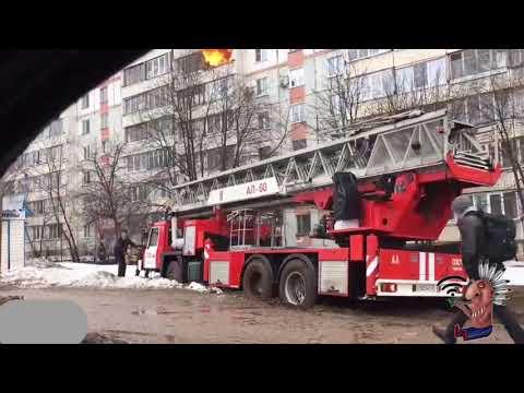 Пожарная машина застряла в грязи во время пожара. Киров