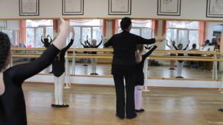 Фрагмент урока препод. Романовской В.В. по теме «Классический танец – начало обучения» с уч-ся 1 кл.