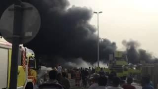 حريق في ميناء دبي.. واشتعال عدة زوارق (فيديو)