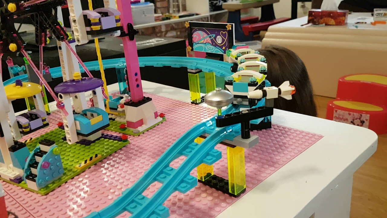 Building and Playing with Lego Friends Amusement Park (set 41130)