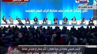فيديو.. صحفية تحرج إبراهيم عيسى في حضور الرئيس