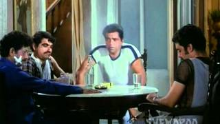 A Superb Comedy Scene - Dharmendra and Jalaal Agha - Do Chor