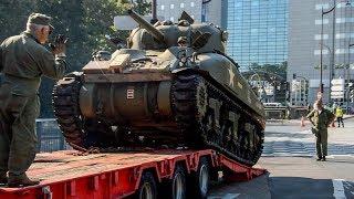 Unloading a Sherman tank (Libération de Paris 2019)