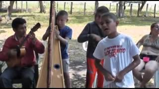 NIÑO CANTANTE DE MUSICA LLANERA EN ELORZA