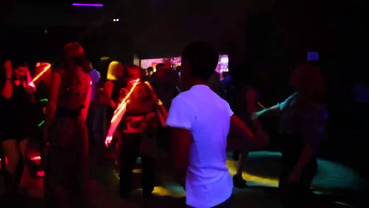 телки отжигают в клубах на ютубе